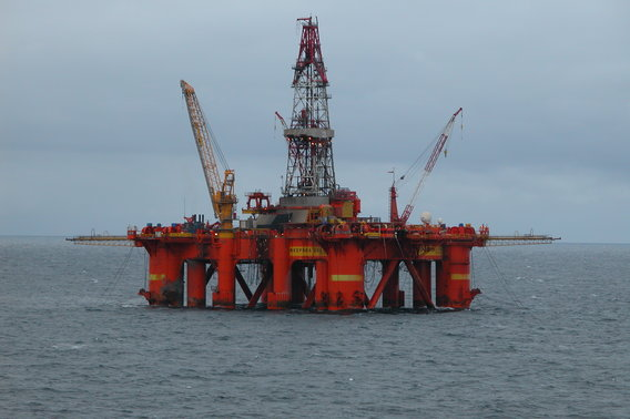 Oil_platform_in_the_north_sea