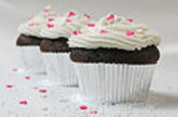120px-cupcake_with_sugar_hearts_and_nonpareils