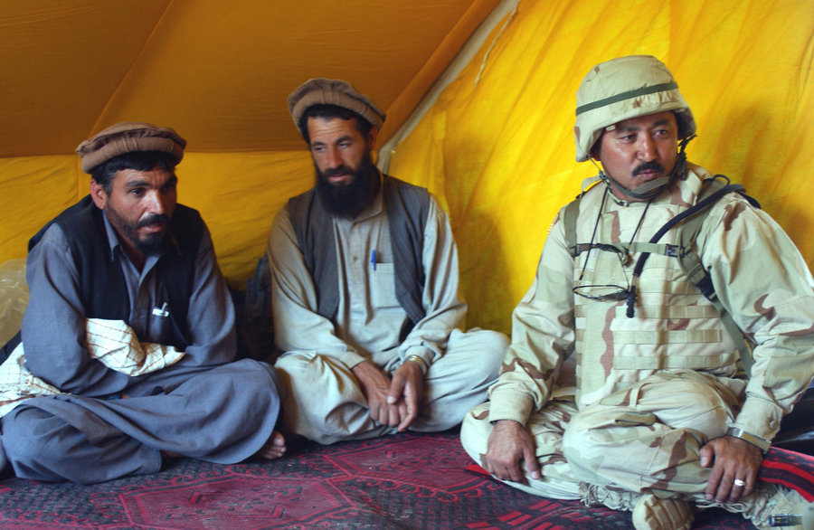 Afghan_residents_and_afghan_interpreter_in_2002
