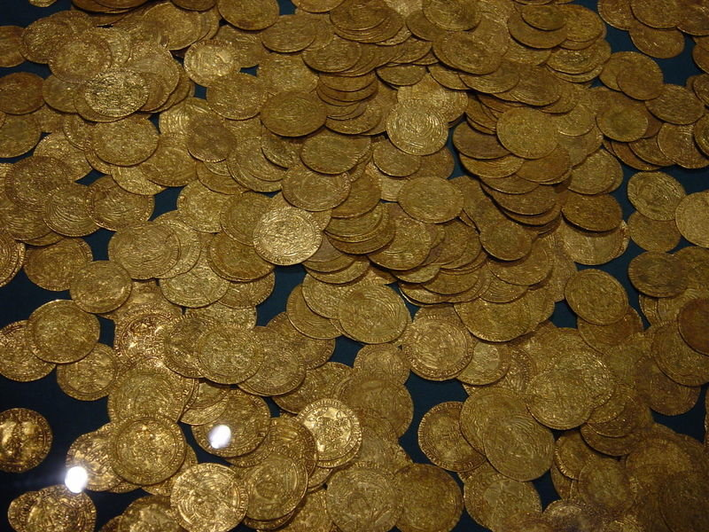 800px-hoard_of_ancient_gold_coins-278870682