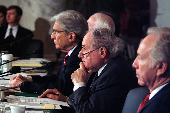 800px-us_navy_040210-n-2383b-063_senator_and_chairman_of_the_senate_armed_services_committee_john_warner_listens_alongside_senators_carl_levin