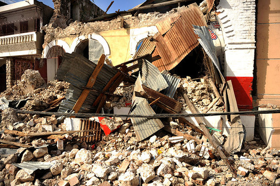 800px-earthquake_damage_in_jacmel_2010-01-17_1