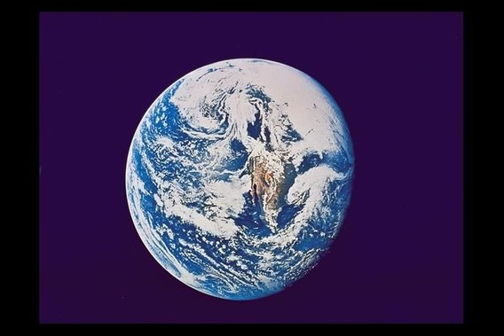 Earth-apollo10