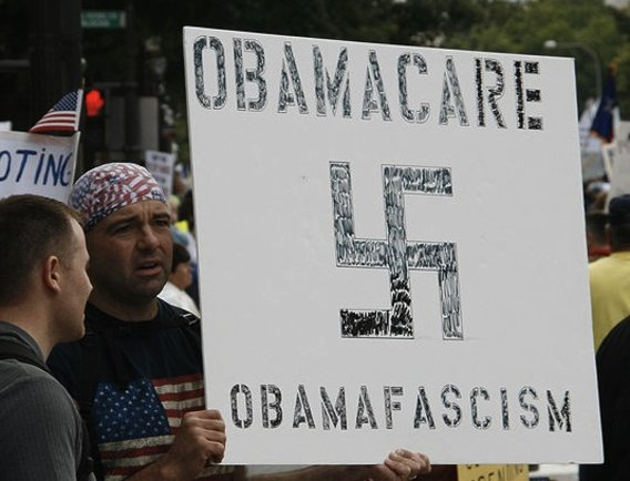616px-obama-nazi_comparison_-_tea_party_protest2