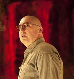 Alfred-molina-as-mark-rot-001