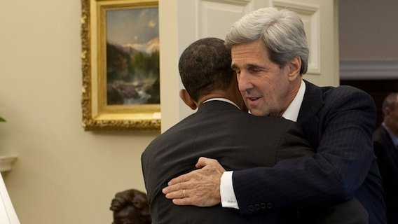 Barack_obama_hugs_john_kerry_in_the_oval_office2