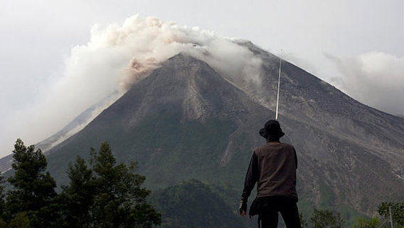 1026-indonesia-volcano_full_600