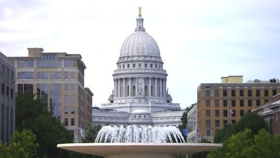 800px-wisconsin_state_capitol_from_monona_terrace2