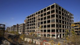 800px-abandoned_packard_automobile_factory_detroit_2002