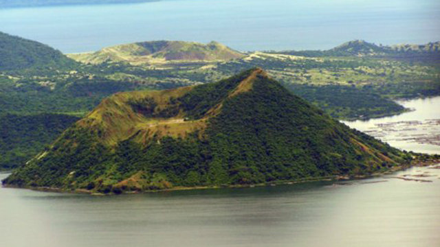 Philippines1999.931585020.taal-volcano-within-taal-lake