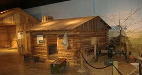 Camp_nelson_cabin_display