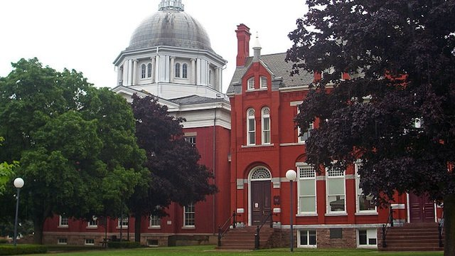 800px-orleans_county_courthouse__albion__ny2