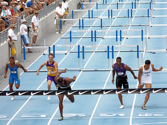 800px-110_m_hurdles_2010_usa_outdoor