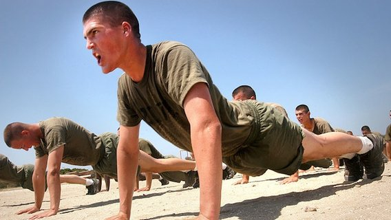 800px-marines_do_pushups2