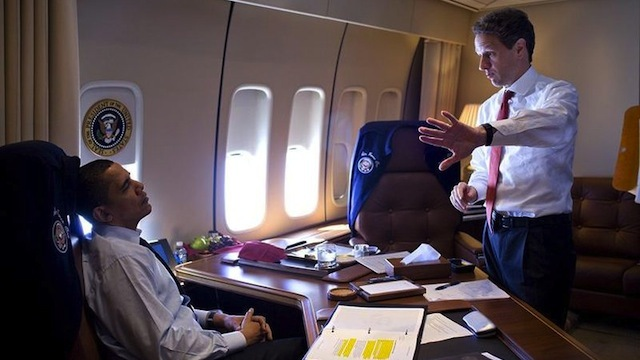 800px-barack_obama___timothy_geithner_on_air_force_one_3-31-09