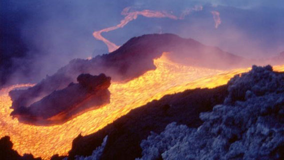 Etna_mountain_eruption_2001_copyright____boris_behncke_italy_volcanoes__21_