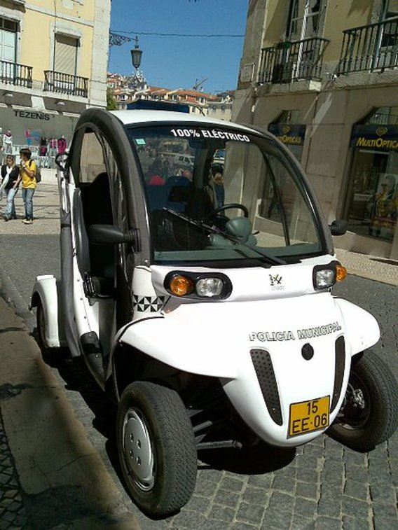 Electric_car_lisbon_police