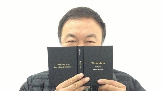 Weiwei_peeking_over_book