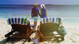 Couple_on_beach_happy