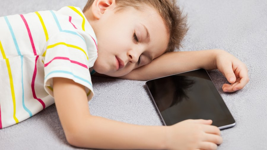 Child_tablet_sleep