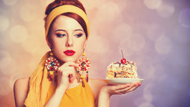 Woman_holding_sweets