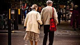 Elderly_couple_walking