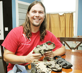 Five-years-sizes-child-shoe-that-grows-kenton-lee-14