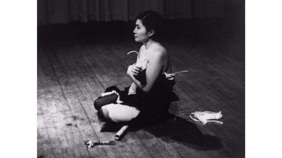 7_yokoono_cutpiece_1965--crop