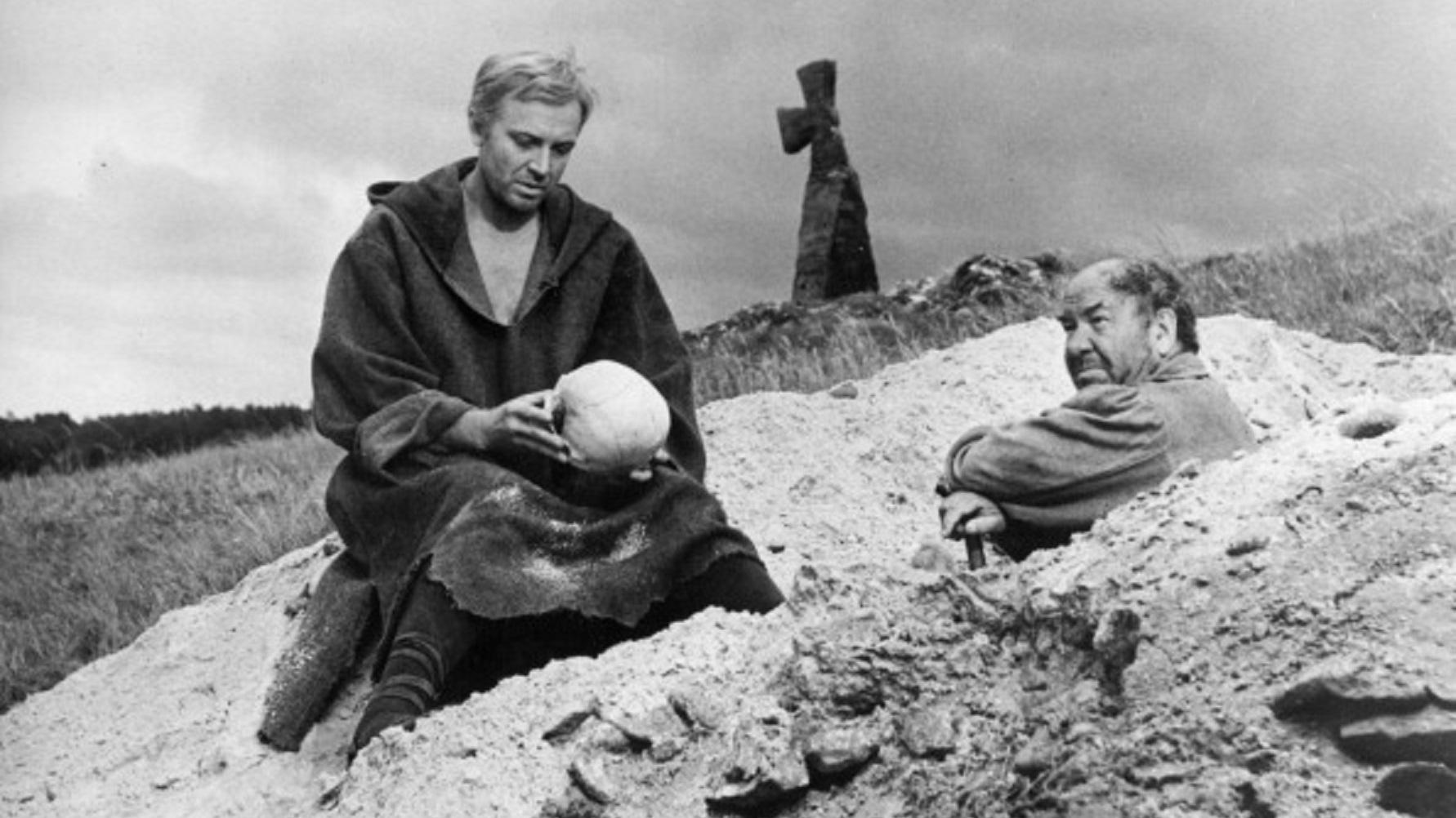 the mystery of death in the play hamlet The official mystery science theater 3000 info club web site episode 1009- hamlet movie summary: leave it to germany to turn a bleak brooding play into an even bleaker, broodinger movie-of-the-week for german television.