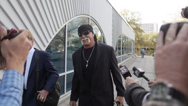 Hulk-hogan-and-reporters