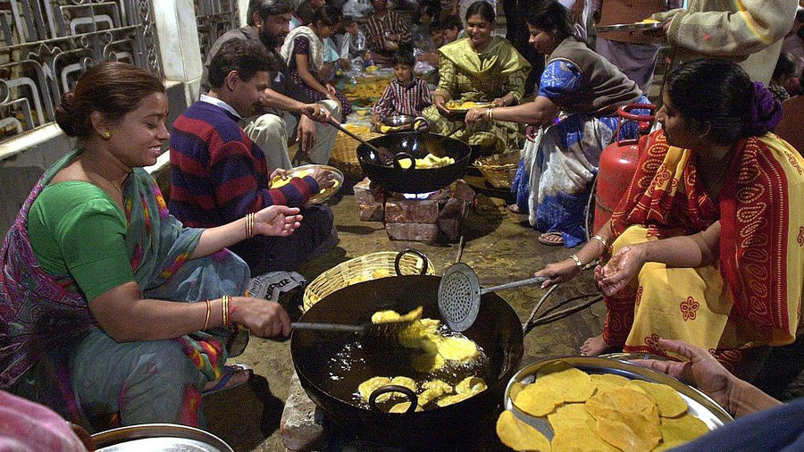 India-communal-cooking-16x9
